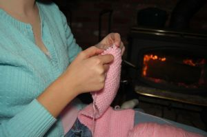 712423_knitting_by_the_fire_2